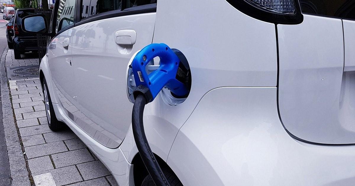 Auto elettriche, superano il diesel anche sul leasing